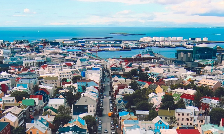 Discover...<br/>Reykjavik