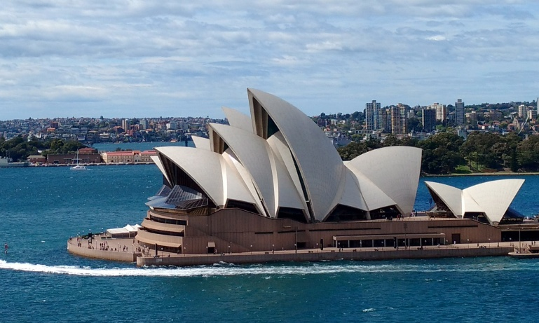 Discover...<br/>Sydney