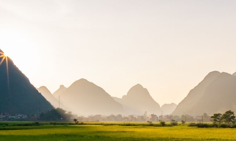 Discover...<br/>Vietnam