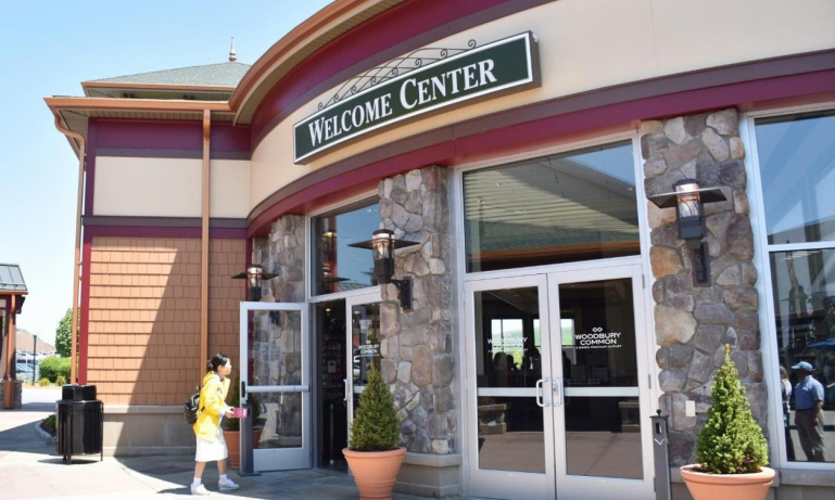Woodbury Commons Stores. When your are planning your trip to the Woodbury Premium Outlets, you surely want to know all about the Woodbury Commons Stores listing before you make the trip to New shopnow-vjpmehag.cf Woodbury Outlet has some great designer brands to offer and with stores on an area of , square feet, you will surely need some time to visit al your favourite brands.